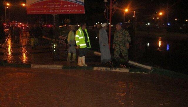 امدادرسانی تیپ 38 زرهی نیروی زمینی ارتش به مردم
