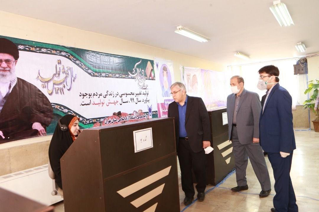 بازدید آقامیری از مرکز مشاوره تلفنی و کارگاه فراوری اقلام بهداشتی ستاد دانشجویی مبارزه با کرونای دانشگاه آزاد استان تهران