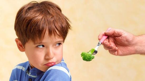 چه کنیم بچه ها اینقدر هله هوله نخورند؟
