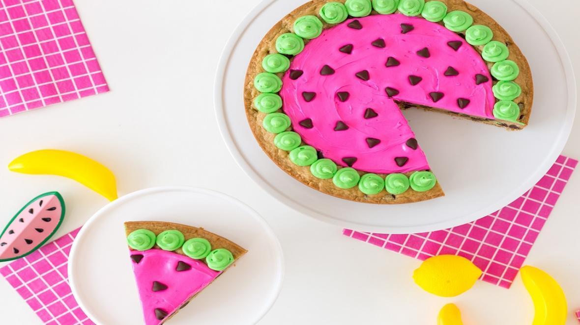 طرز تهیه چیز کیک یخچالی و بدون فر به شکل هندوانه با ژله و بدون ژله