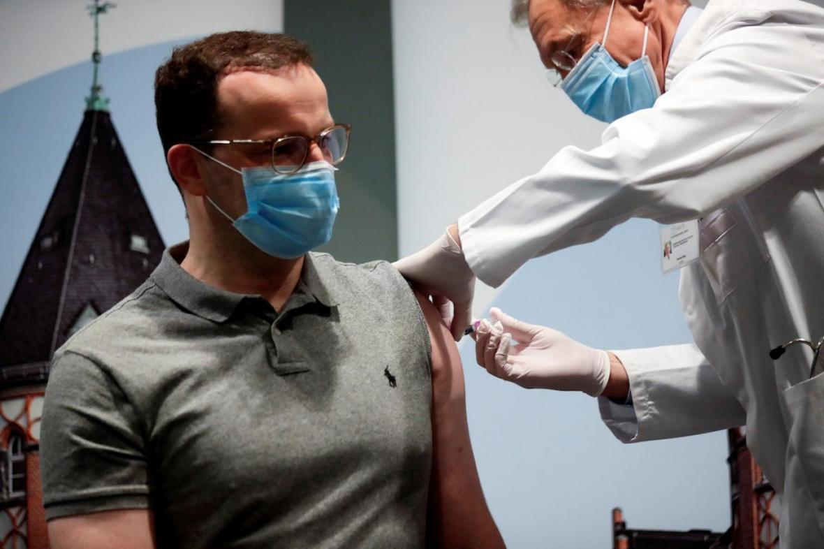 واکسن کرونا تا ماه آینده آماده میشود!
