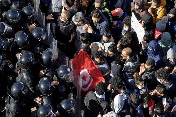 تظاهرات تونسی ها ادامه دارد، درگیری با نیروهای پلیس در پایتخت